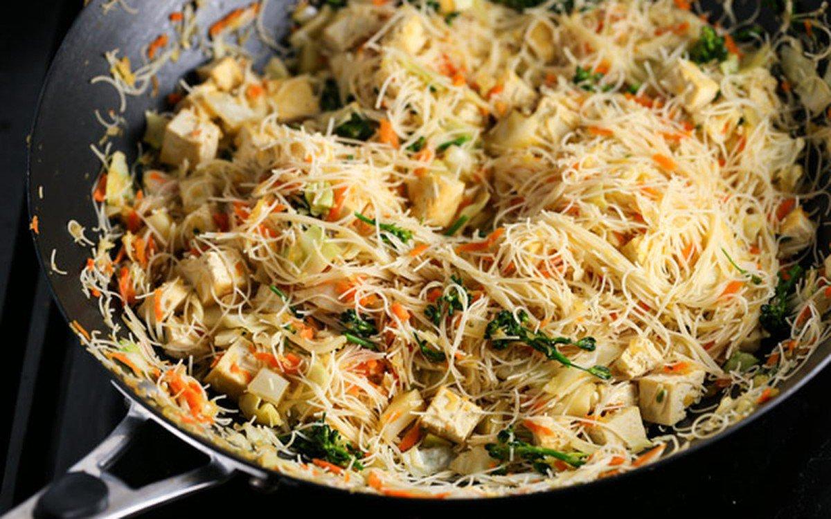 pancit: filipino one-pan noodles