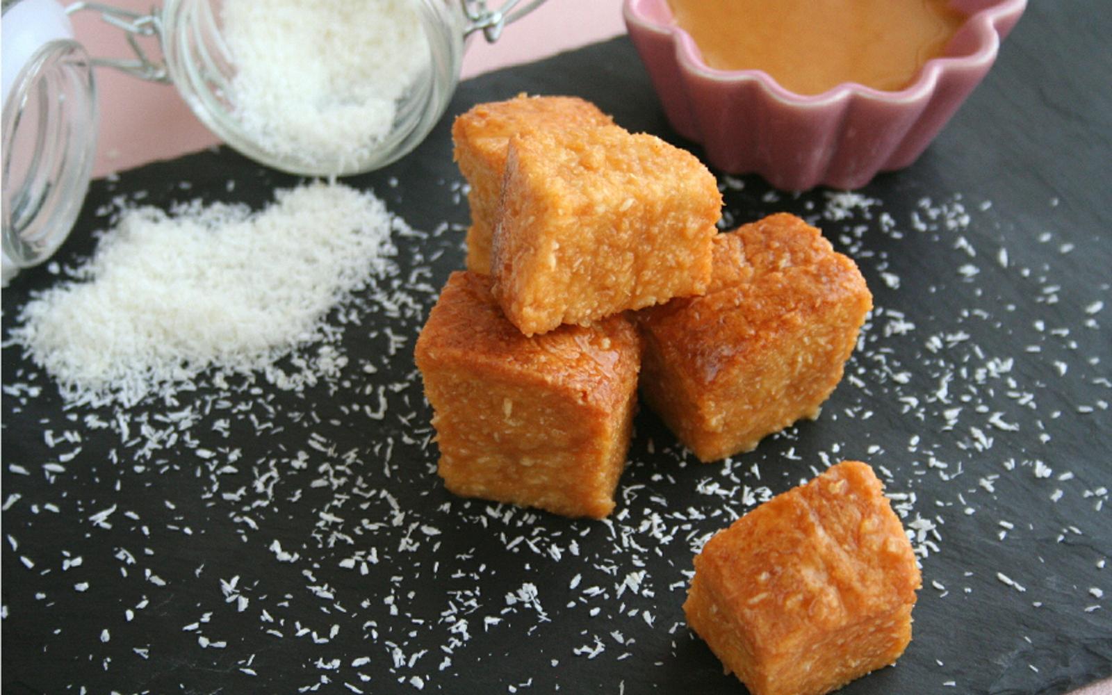 Fa'ausi: Samoan Caramel Over Coconut Bread