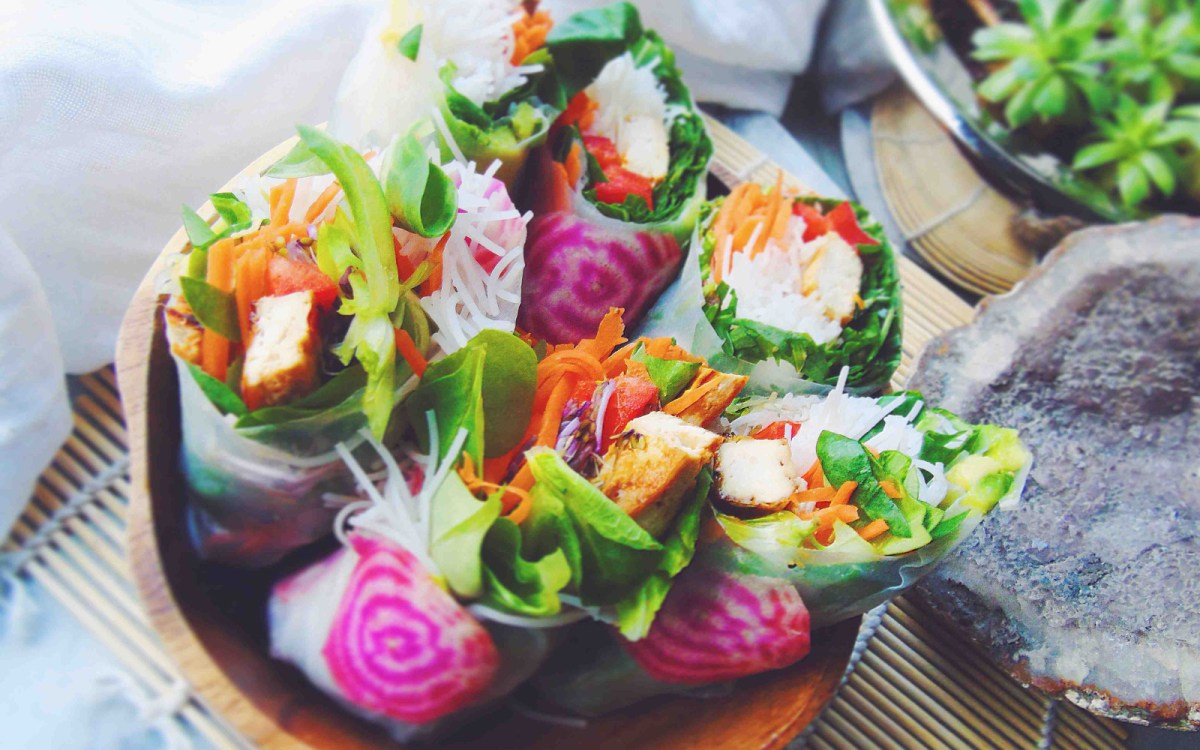 15 light crunchy veggie spring roll recipes one green planet forumfinder Choice Image