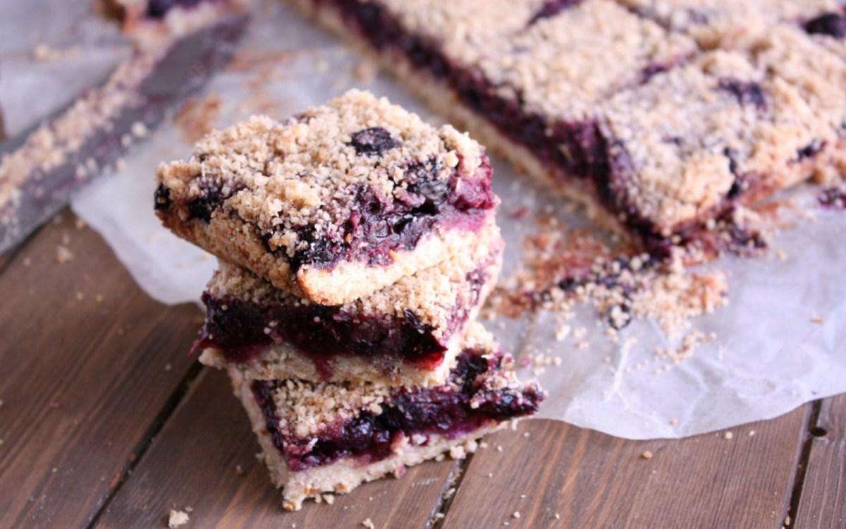 berry cherry crumb bars