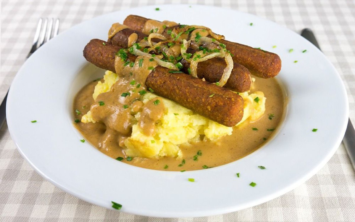 Chestnut Mushroom Sausages with Mash and Gravy