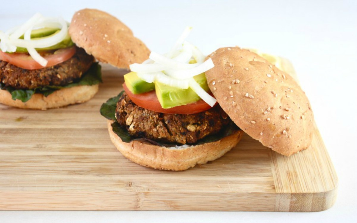 Chickpea Burgers Drizzled With Lemon Tahini Sauce [Vegan ...
