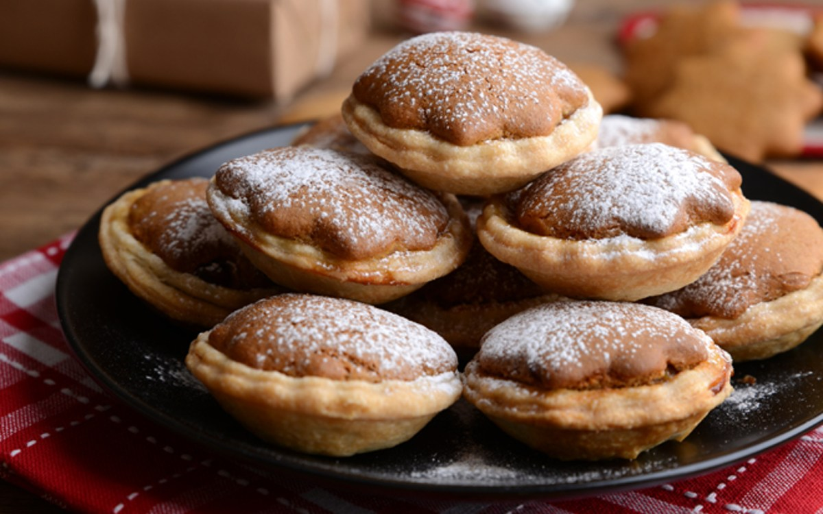 Vegan Gingerbread Mince Pies