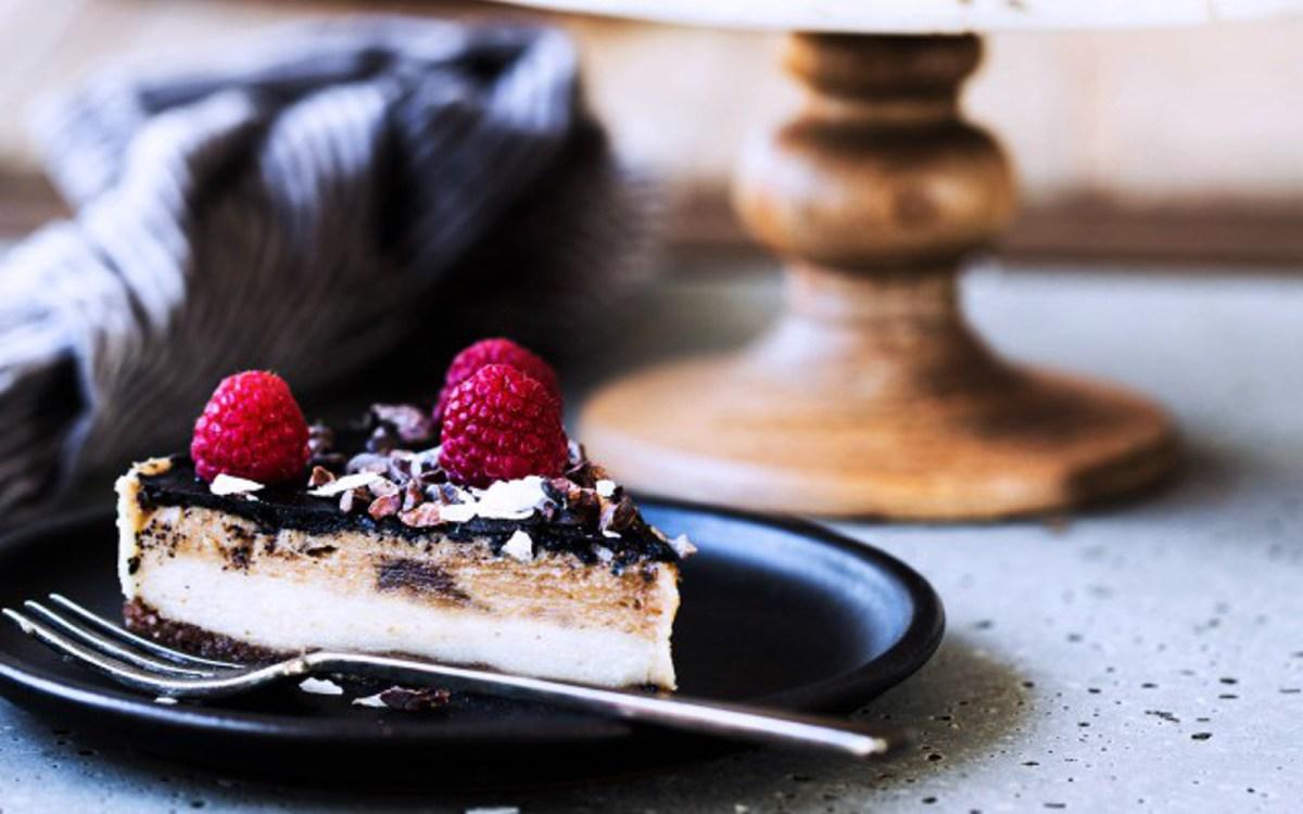 Vegan Raw Caramel Vanilla Cheesecake