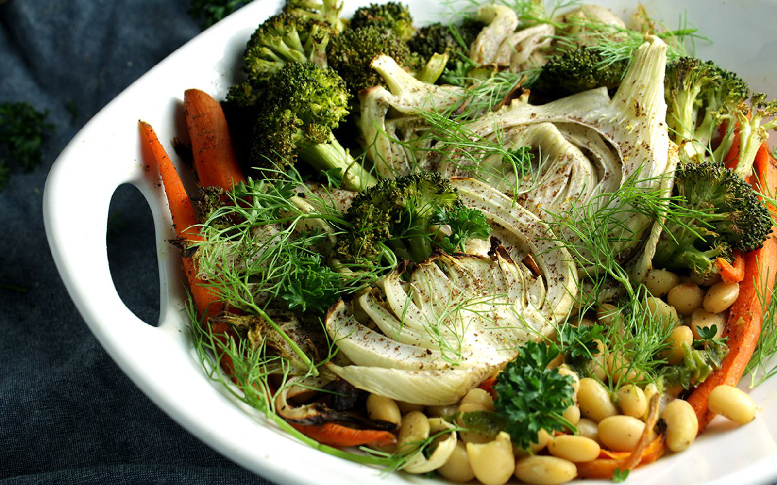 Fennel Bowl With Creamy White Beans and Dry Roasted Vegetables