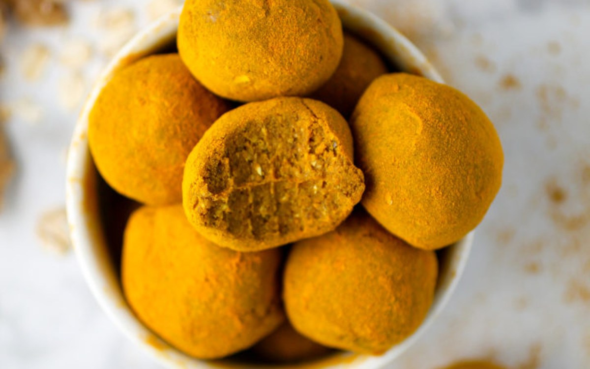 Raw Turmeric-Dusted Snack Balls