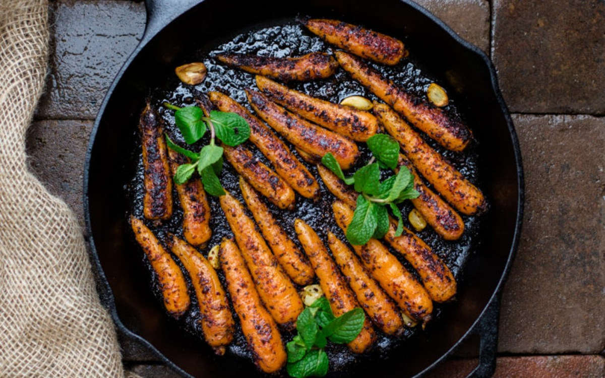 Roasted carrots in skillet