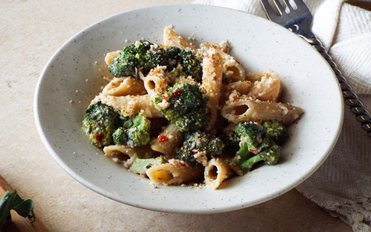 10-Minute Broccoli and Almond Parmesan Pasta