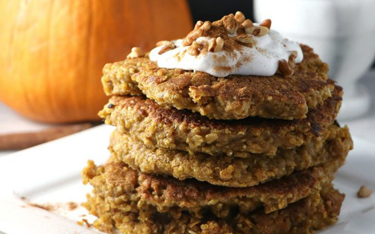 vegan pumpkin quinoa pancakes