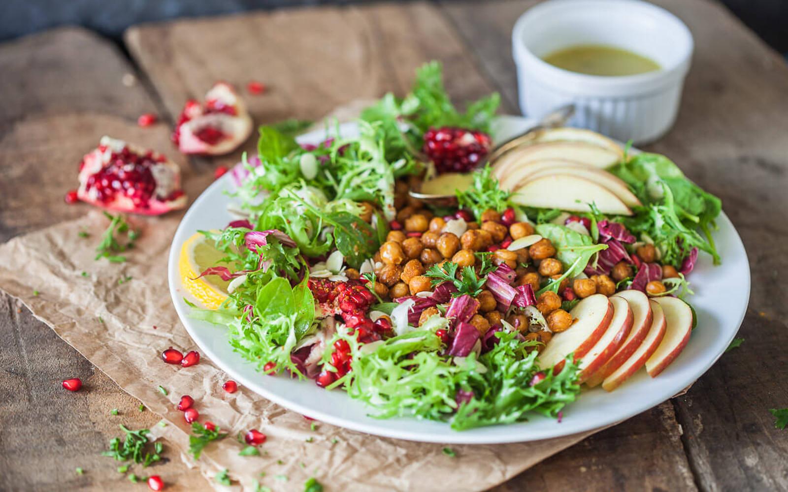 Vegan Grain-Free Endive Salad With Crispy Chickpeas
