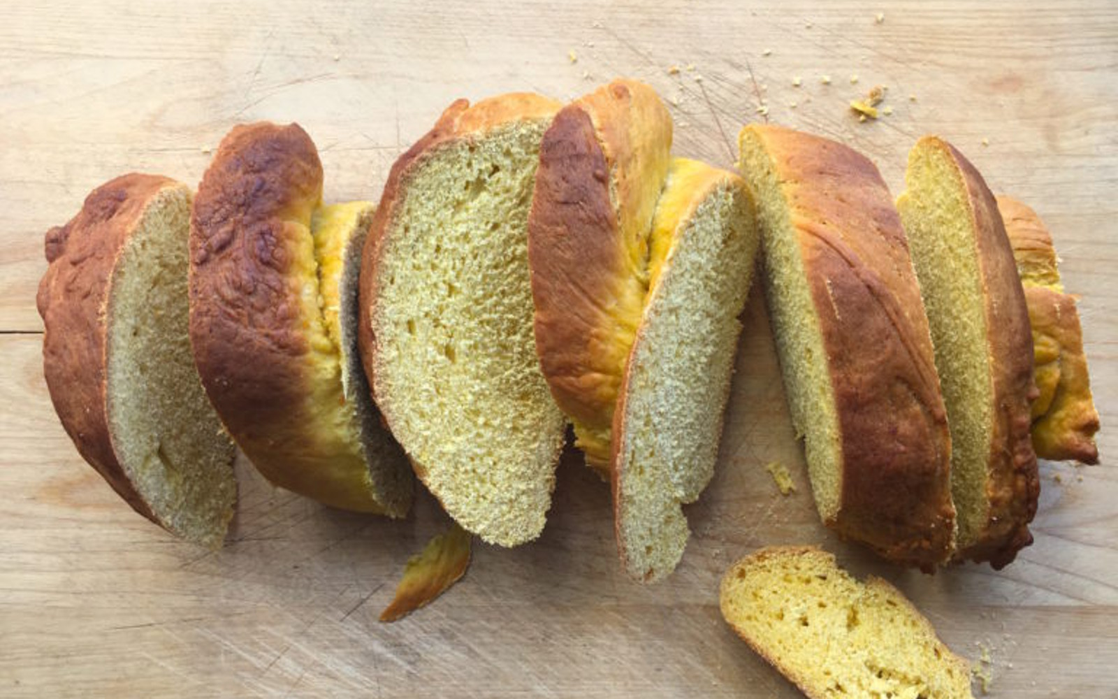 Tsoureki: Vegan Greek Pumpkin Sweetbread sliced 1