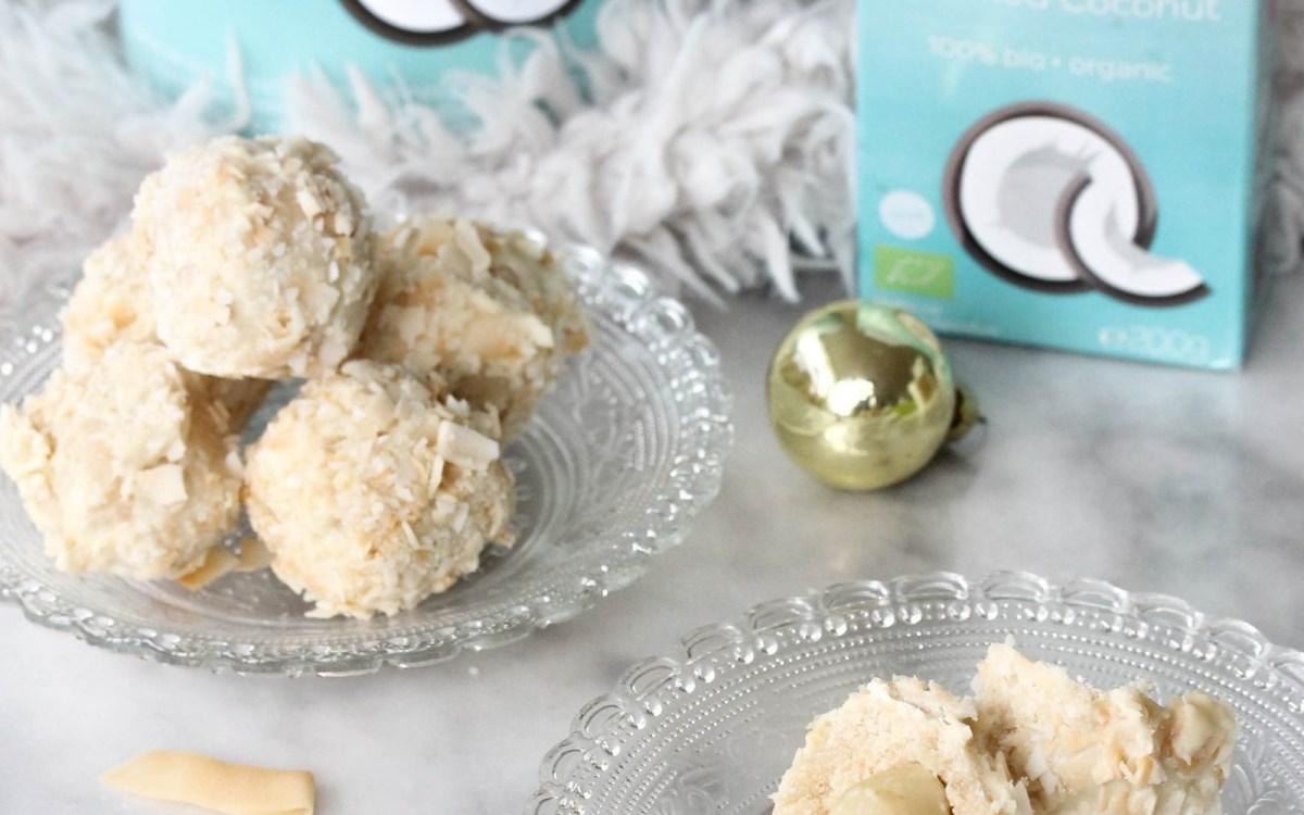 Coconut Snowballs With Macadamia Core