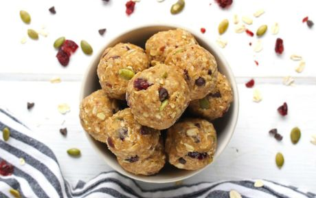 Vegan TRAIL MIX ENERGY BITES with nuts and dried fruits