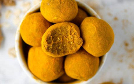 Vegan Raw Turmeric-Dusted Snack Balls