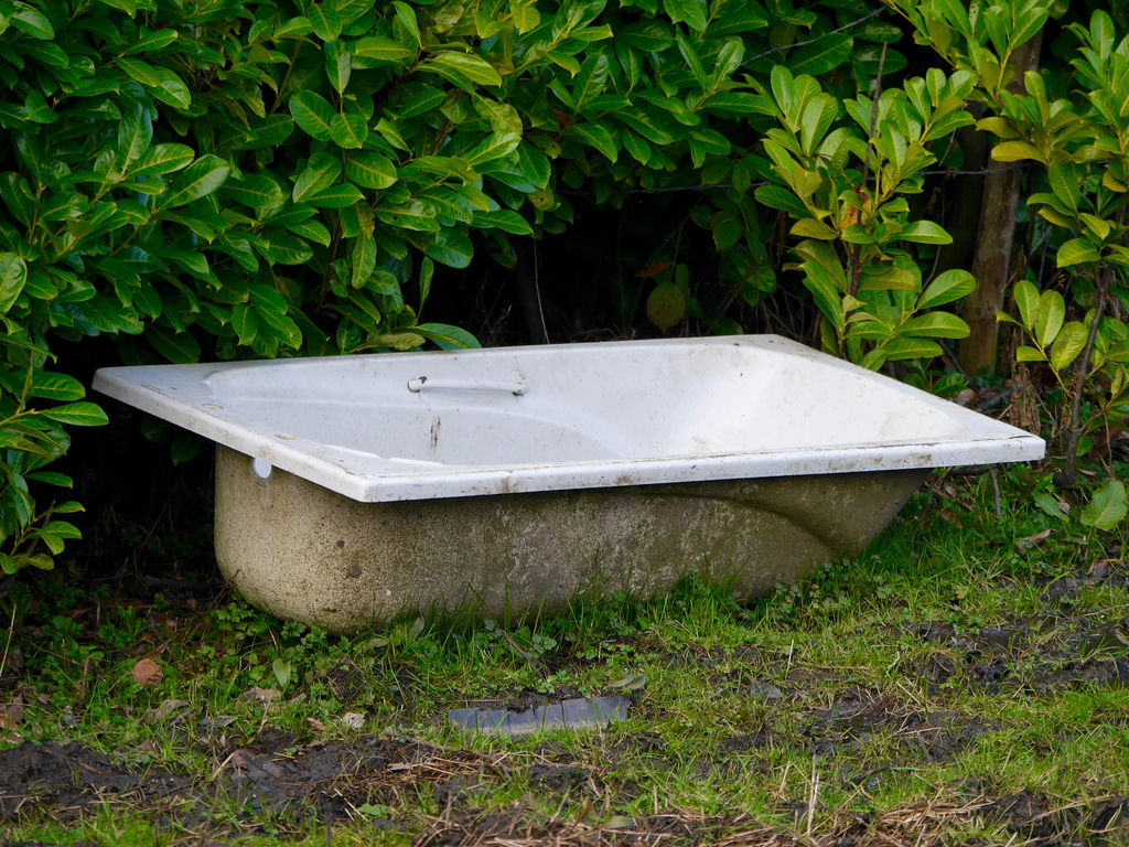 How to Make a Worm Farm Out of an Old Bathtub - One Green Planet
