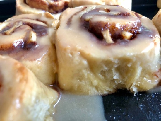 apple cinnamon scrolls, cinnamon bun, no yeast, easy recipe