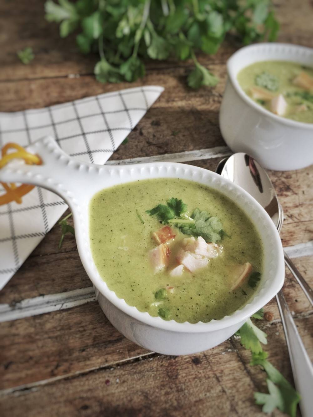 recipe: zucchini soup with coriander and smoked chicken - One Hand in my Pocket