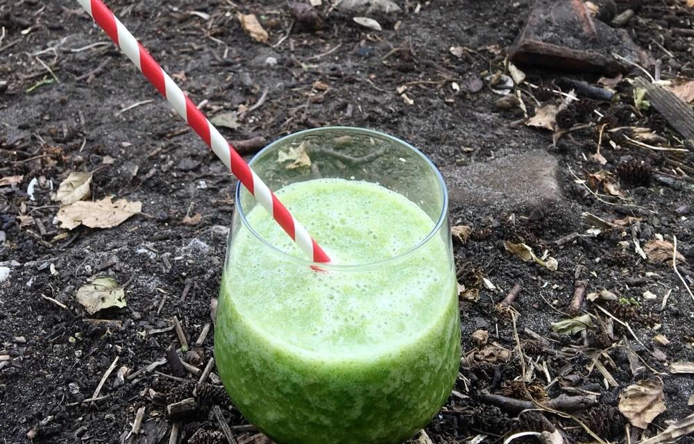 Groene smoothie met peer en andijvie