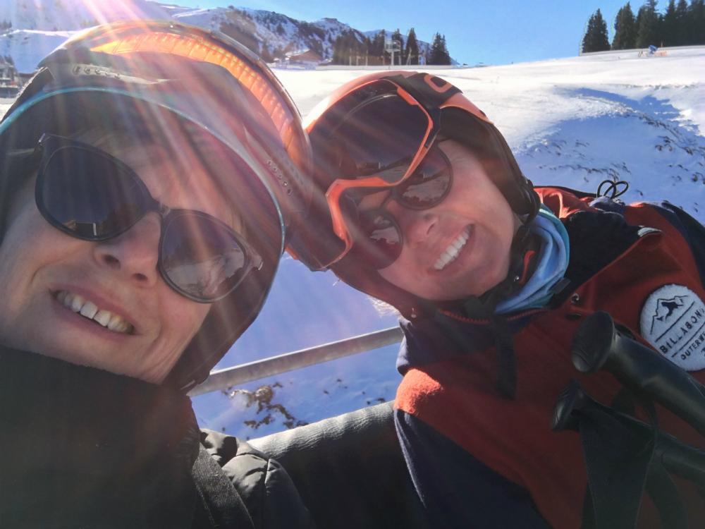 Bonnie en Ilja in skilift Kirchberg Tirol