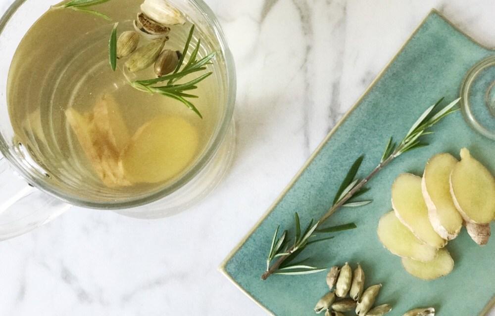 Theetip: verse kardemom thee met gember en rozemarijn