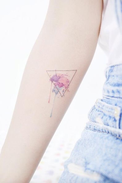 watercolor driehoek tattoo