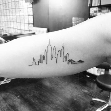 New York skyline tattoos bovenarm