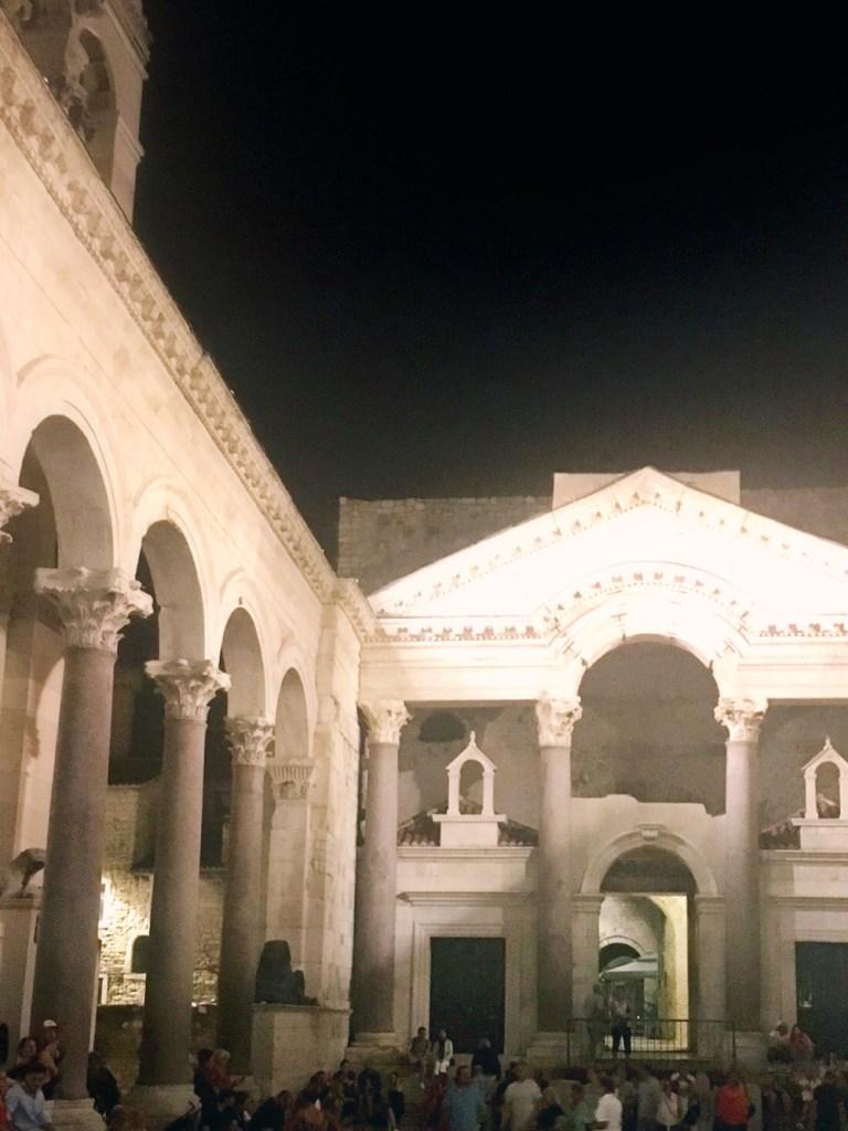 paleis in Split by night