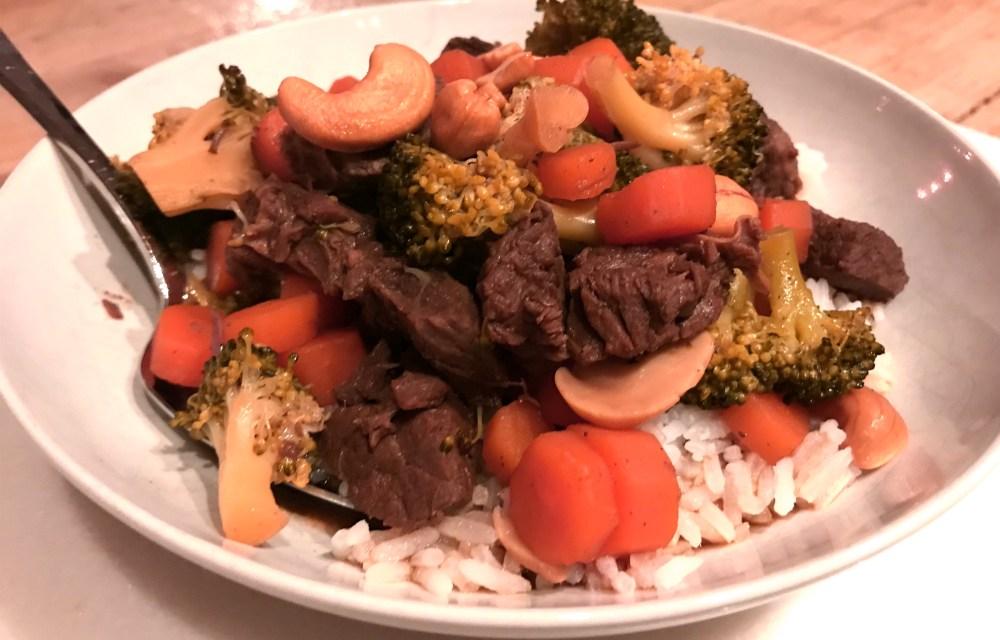 Slowcookerrecept: rundvlees met broccoli en cashewnoten
