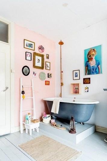 gallery wall in de badkamer