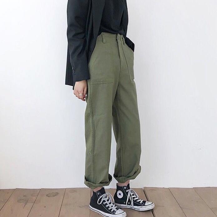 green pants and converse