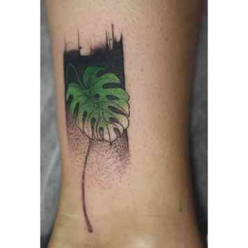 Monstera tatoeage enkel