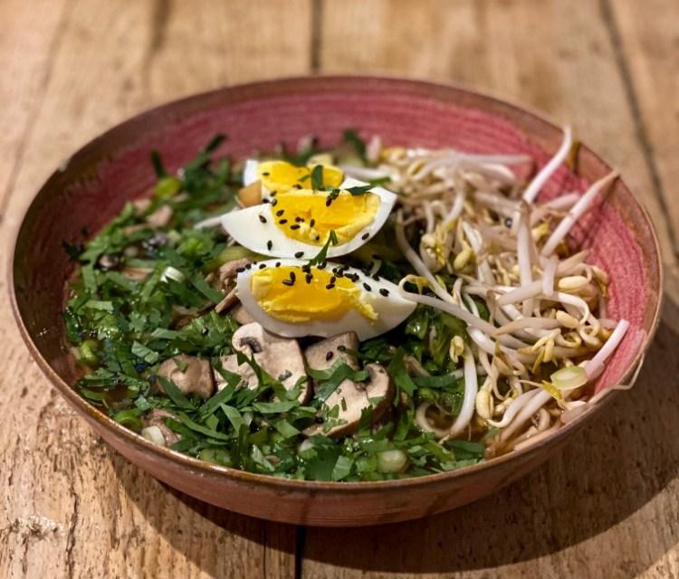 Ramen bowl met varkenshaas – slowcooker recept