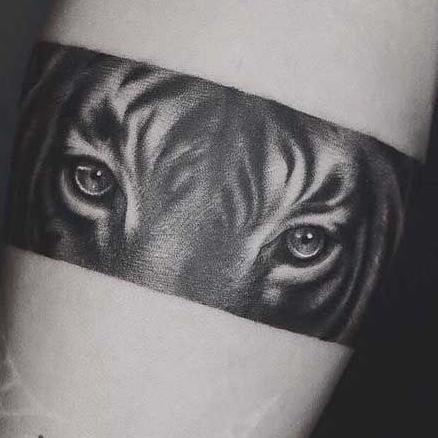 tijgerogen tatoeage