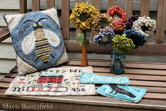 folkart hooked rug bee pillow