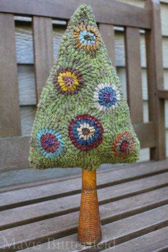 hooked-rug-christmas-tree