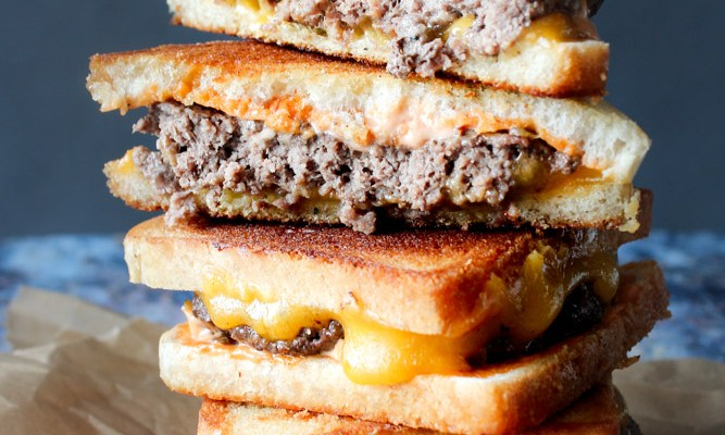 Patty Melts – Amerikanst Toast Med Bøf, Sauce og Ost
