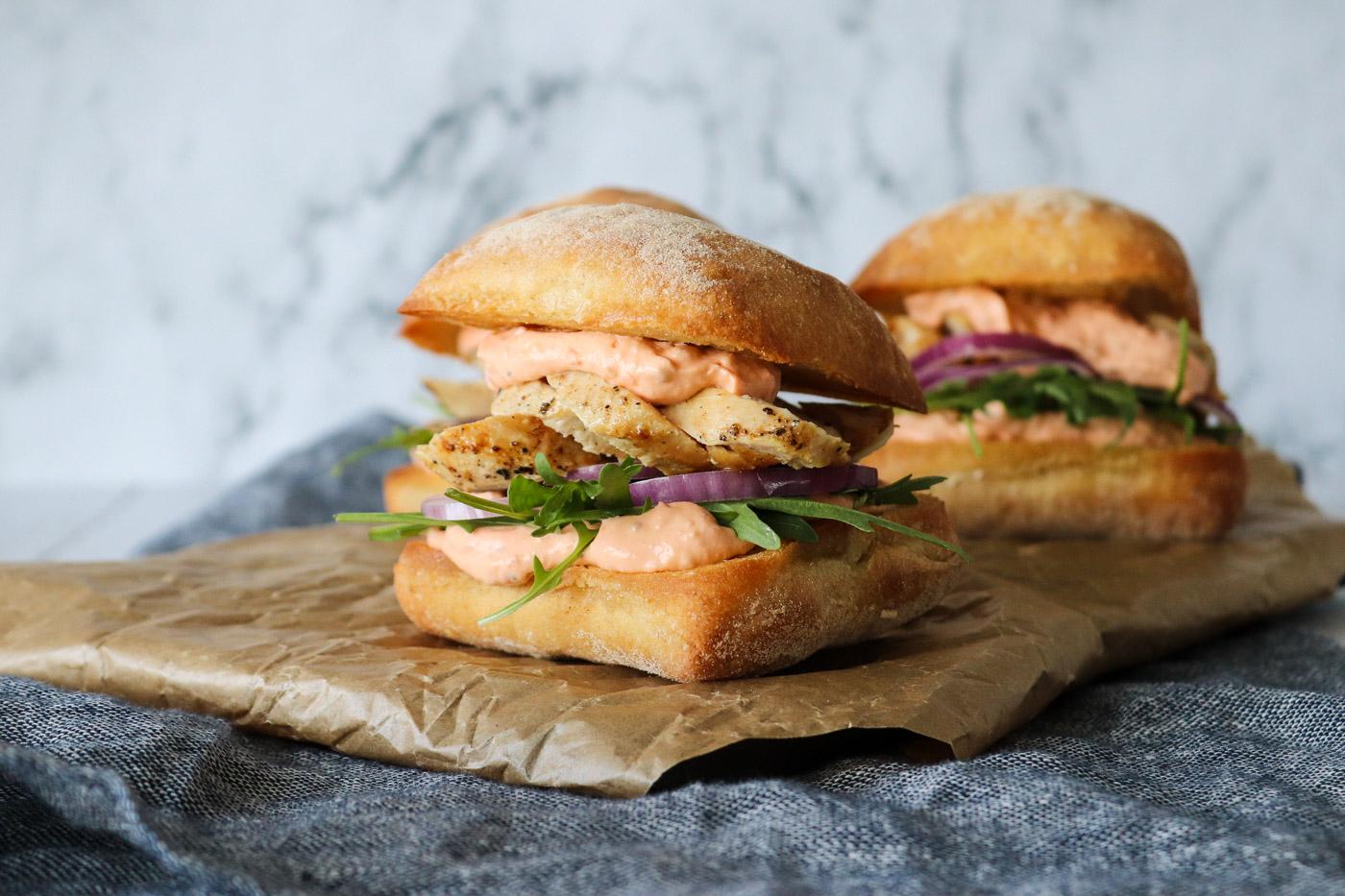 Sandwich Med Fetacreme og Kylling