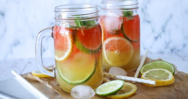 Frisk Sommerdrink Med Hindbær Og Ananas