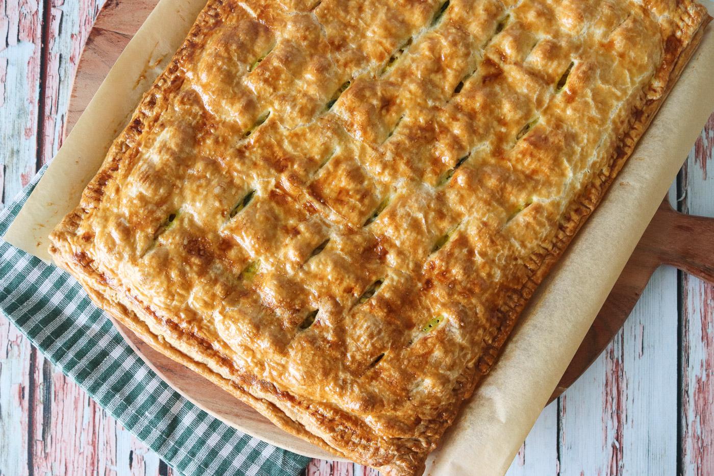 Butterdejstærte Med Skinke, Flødeost, Spinat, Karry Og Peanuts