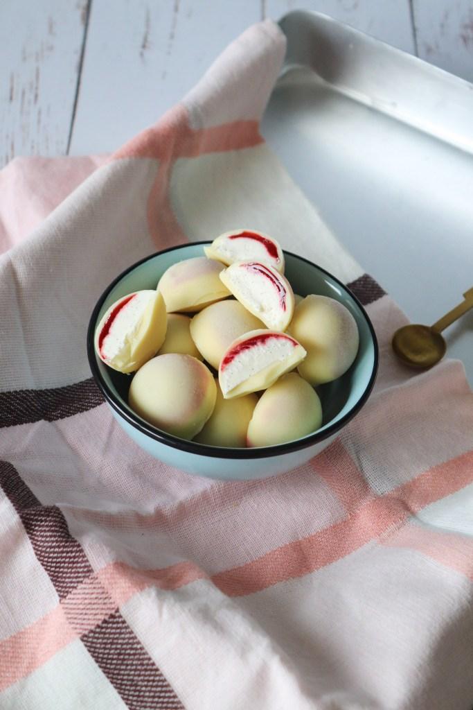 Skønne Jordbærdrømme - Ishapsere Med Hvid Chokolade, Jordbærsirup Og Vaniljeis