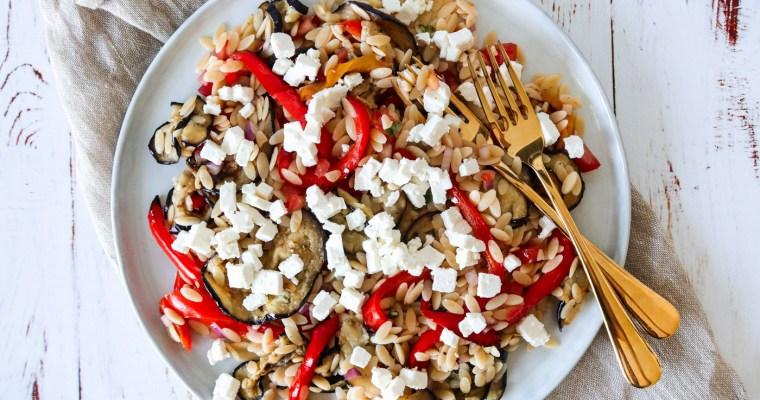 Lækker Pastasalat Med Bagt Aubergine, Peberfrugt, Tomatsalat Og Feta