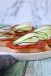 Lækre Brødsnacks Med Chorizo, Fetacreme Og Agurk