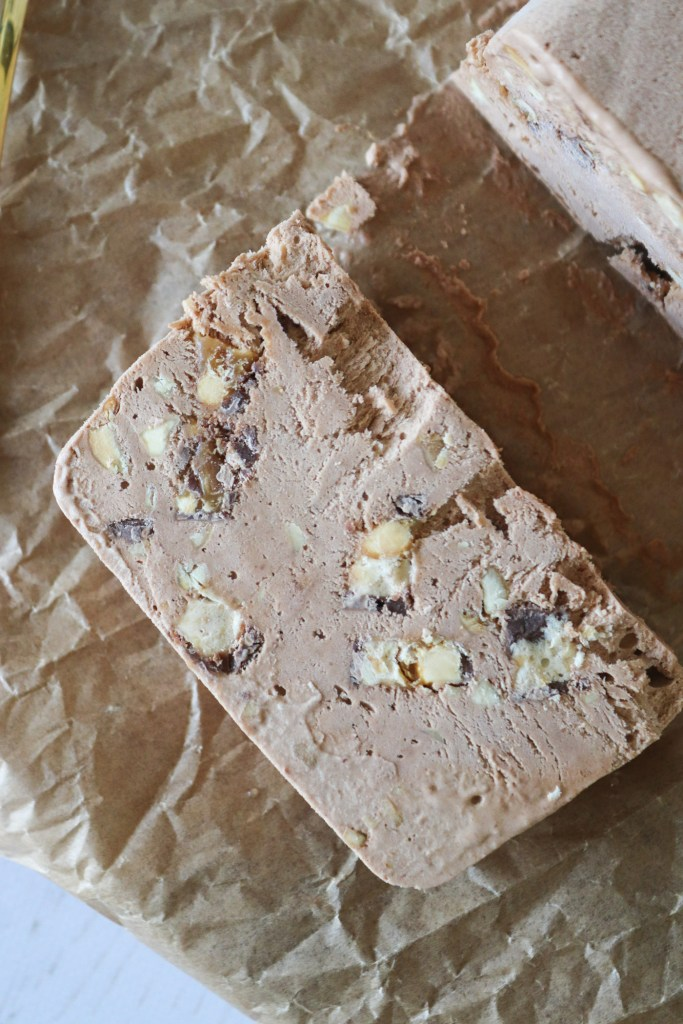Den Bedste Is - Snickers Parfait Med Snickers Og Saltede Peanuts