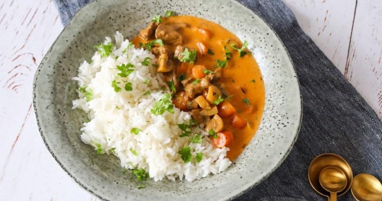 Gryderet Med Oksekød, Champignon, Tomat Og Karry