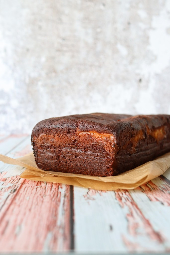 Svampet Chokolade Banankage Med Vanilje Cheesecakefyld