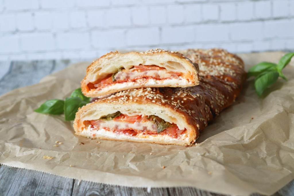 Sprød Butterdejsstang Med Chorizo, Tomat Og 3 Slags Ost