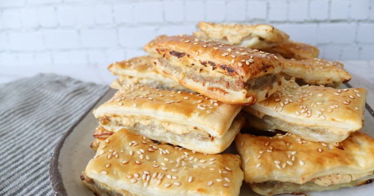 Kødsnitter – Butterdejshapsere Med Fars Og Pikantost