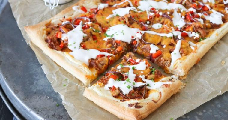 Butterdejspizza Med Kylling, BBQ Og Ost – Nem Pizzaopskrift