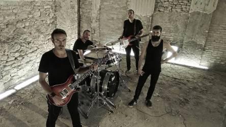 onelegman-band-metal-01