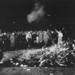 I Bücherverbrennungen de noantri
